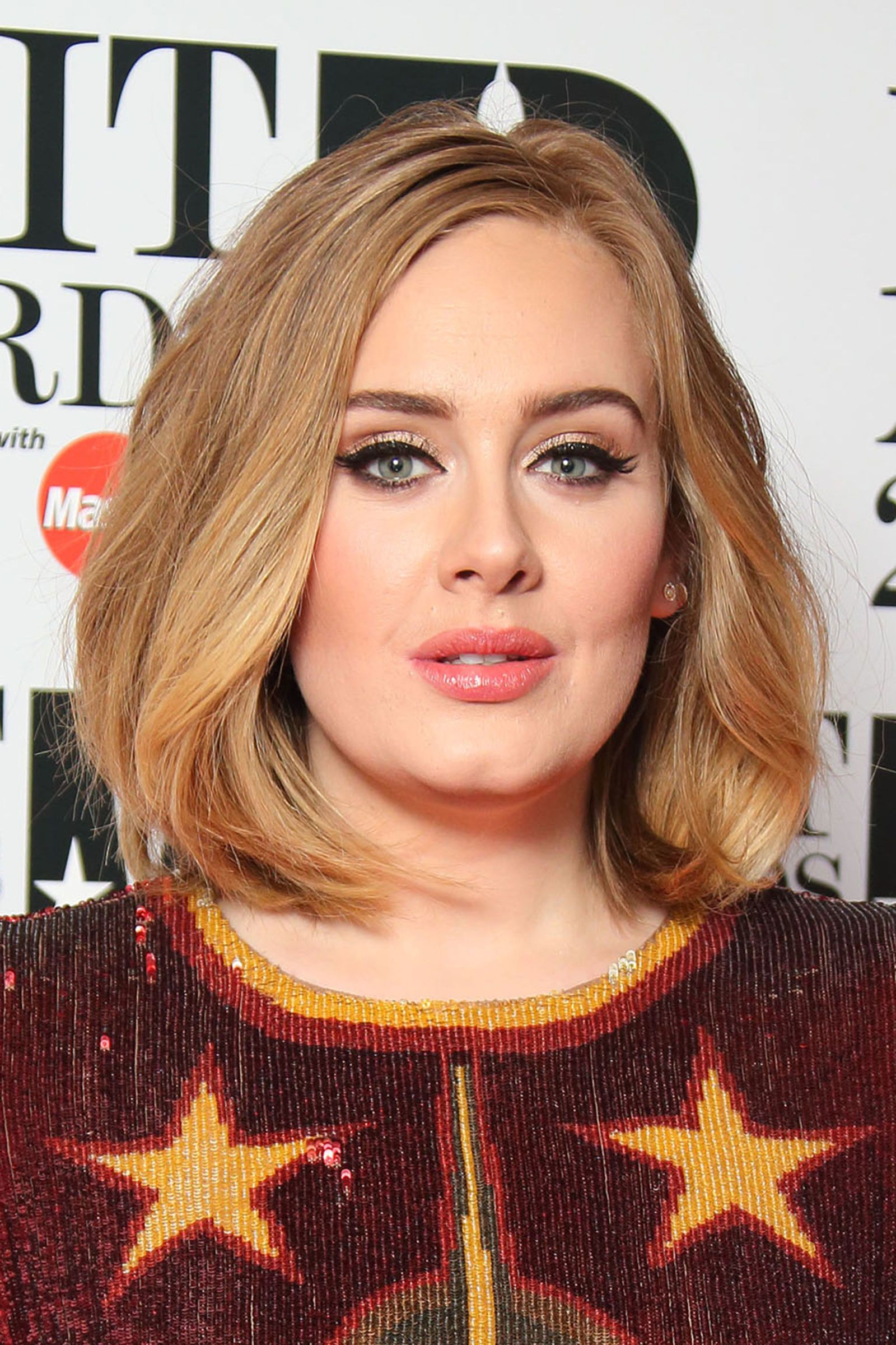 Adele short hairstyle with blonde hair color