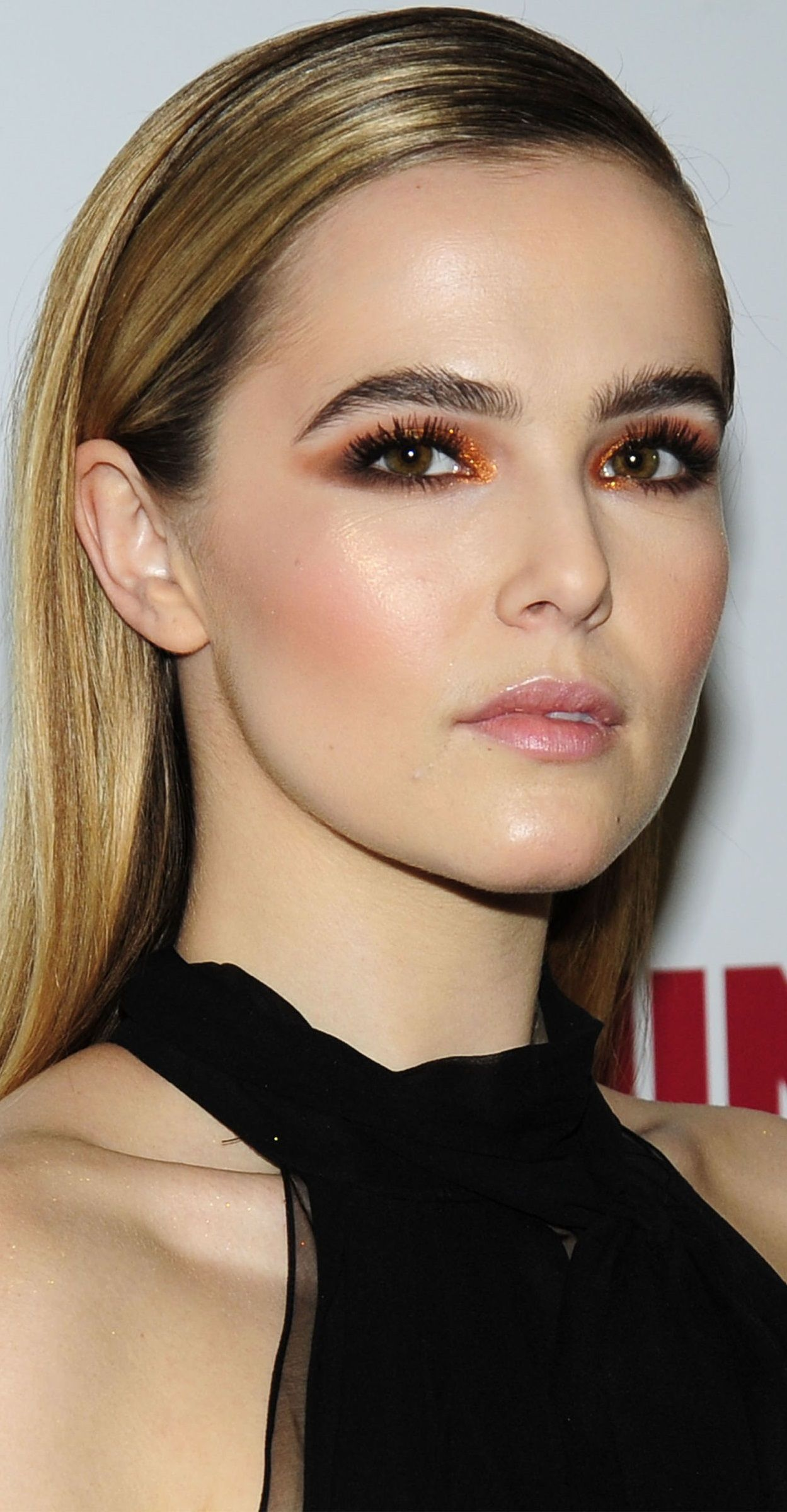 Zoey Deutch Short Straight Iron Sleek